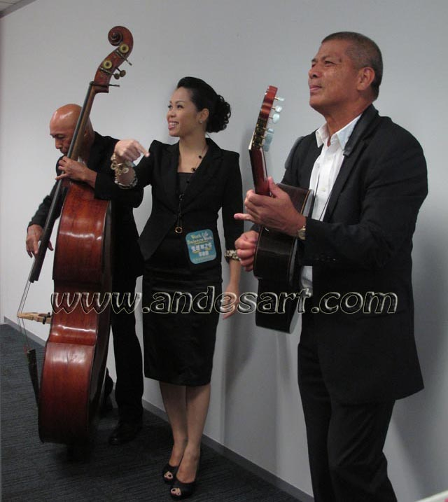 Jazz trio singer