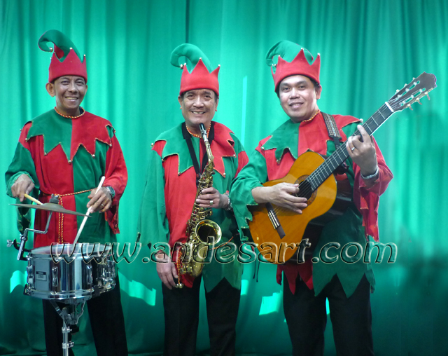 Xmas Singing Elf Trio